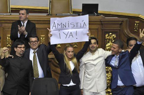 Lilian Tintori, mujer de Leopoldo López, reclama una amnistía...