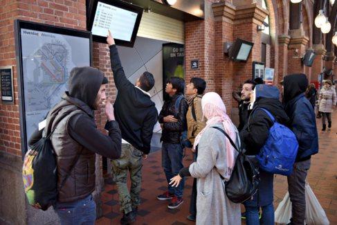 Refugiados este martes en la estación central de Copenhague.