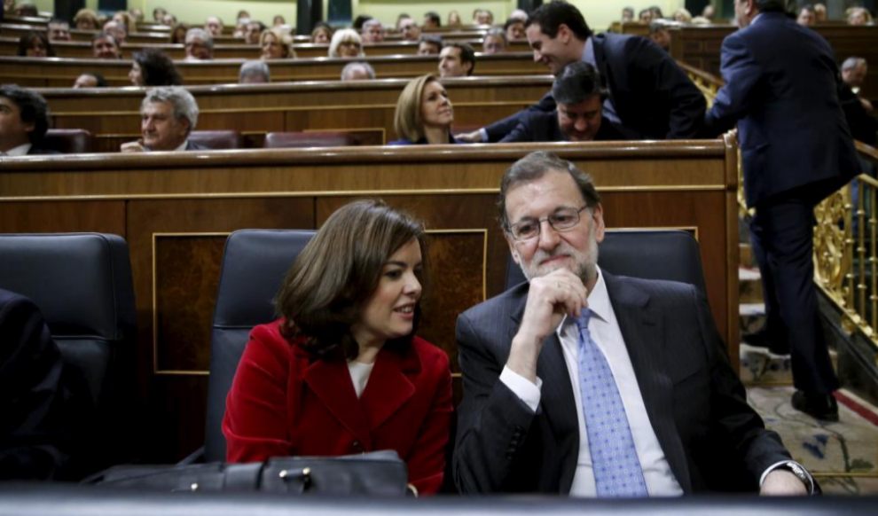 Soraya Sáenz de Santamaría y Mariano Rajoy, en el pleno de...