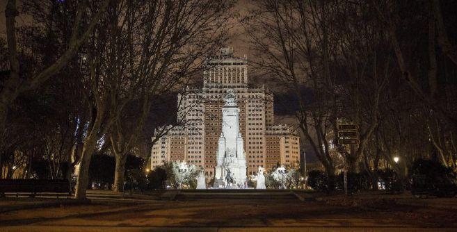 Vista nocturna de Plaza de España, espacio que el Ayuntamiento de la...