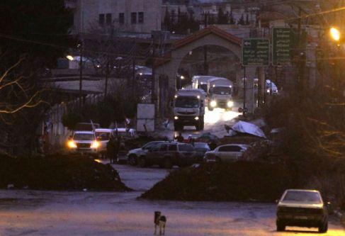 Nuevos convoyes de ayuda entran en Madaya, sitiada por las fuerzas de...