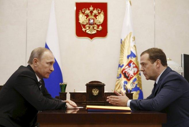 El presidente de Rusia, Vladimir Putin, y el primer ministro, Dimitri...