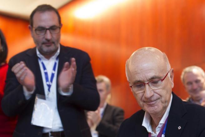Josep Antón Durán i Lleida, recibe la ovación de Ramón Espadaler,...