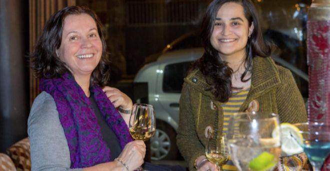 Montserrat González (izda.) y su hija, Triana Martínez, dos de las...