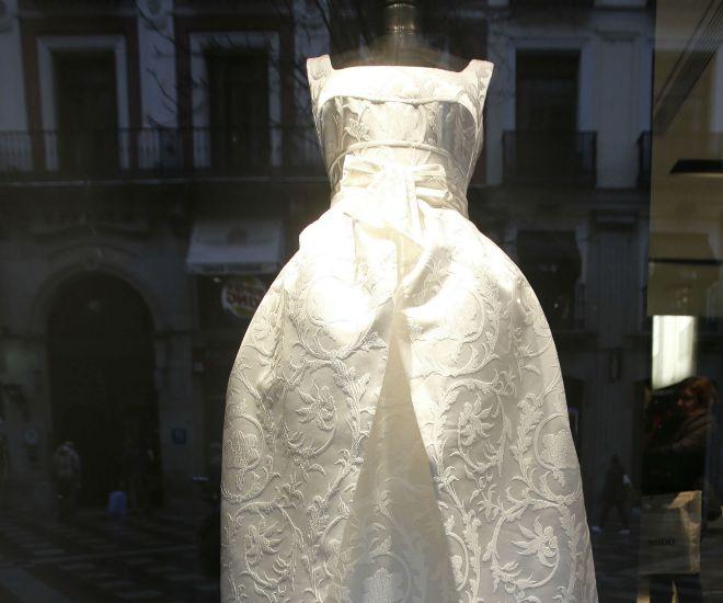 consiga el vestido de novia de alba carrillo | loc | el mundo
