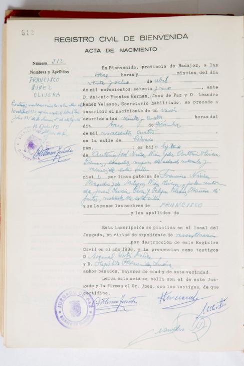 Acta de nacimiento de Francisco Núñez Olivera, que certifica que...