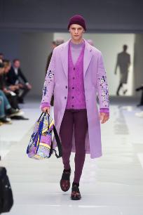 Un si rotundo a este 'look' monocromático en tonos violetas...
