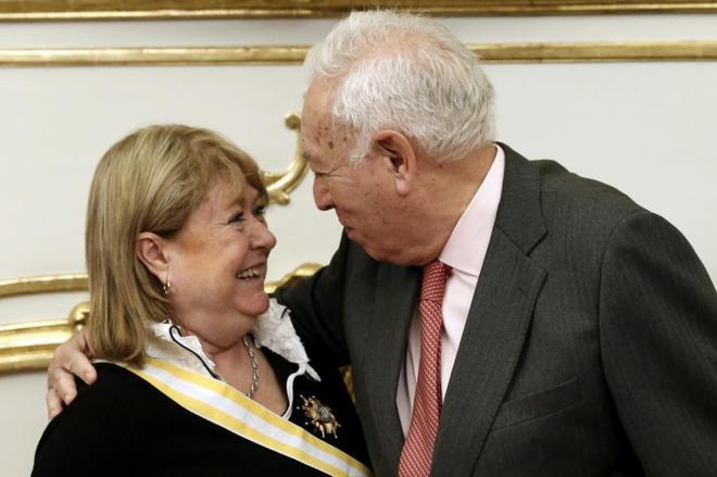 El ministro de Exteriores, José Manuel García-Margallo, con su...