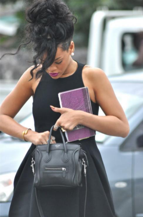 <strong>Rihanna.</strong> Acudir a un funeral como quien sale un...