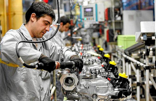 Trabajador en la factoría de Valladolid