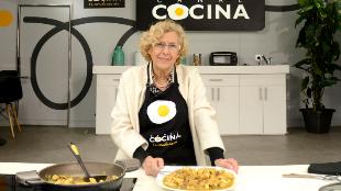 Manuela Carmena, con su receta de pollo al curry.