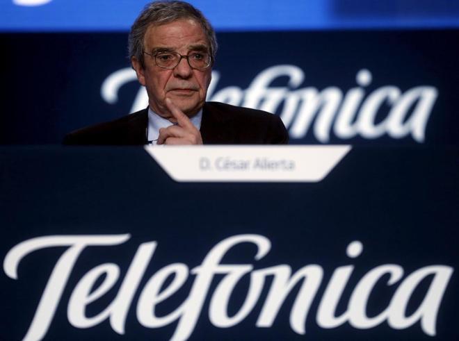 César Alierta, presidente de Telefónica, durante una junta de...