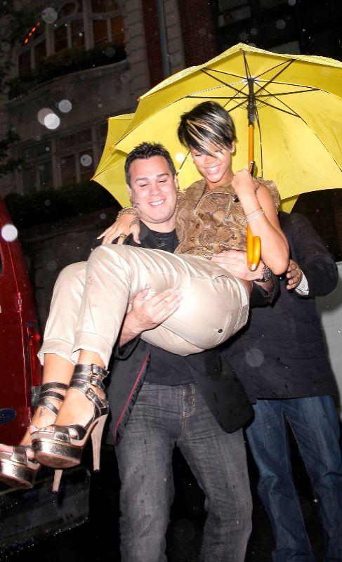 Quién sabe si Rihanna compuso el hit 'umbrella' después de que su...