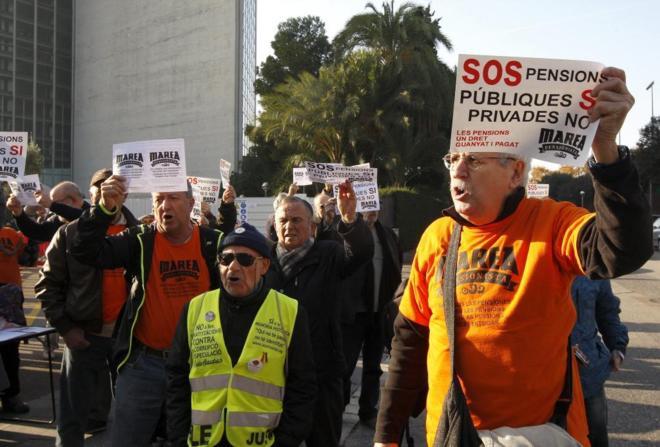 Pensionistas manifestándose en Barcelona el pasado diciembre.