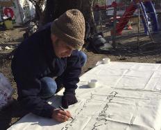 Uno de los refugiados en el taller.