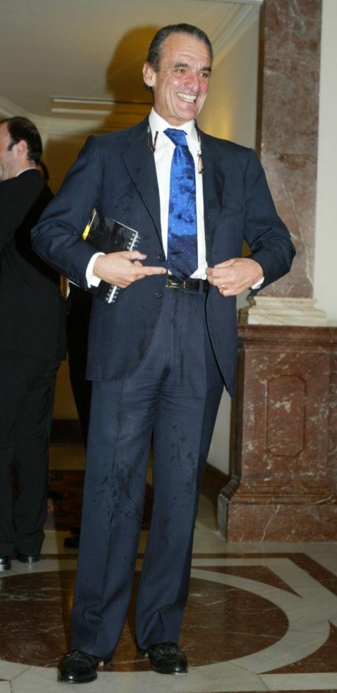 MARIO CONDE (67). Recién separado de su segunda esposa, el ex...