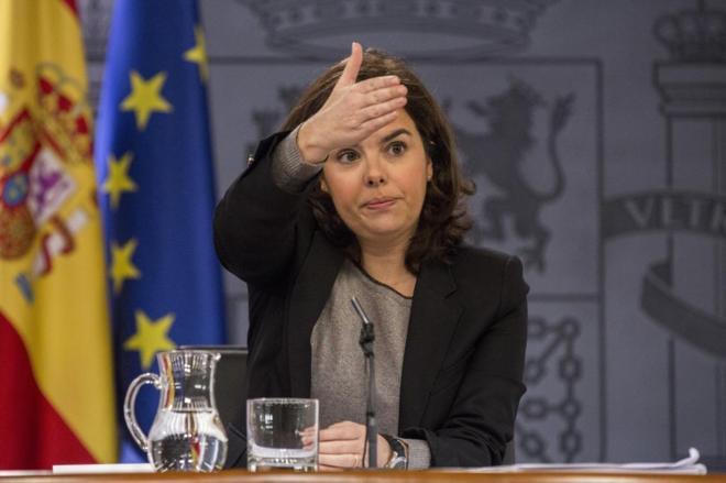 La vicepresidenta en funciones, Soraya Sáenz de Santamaría, en rueda...