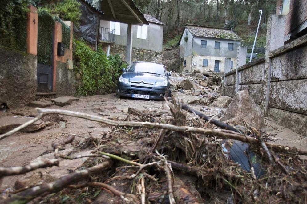Desprendimientos producidos a consecuencia de las lluvias caídas por...