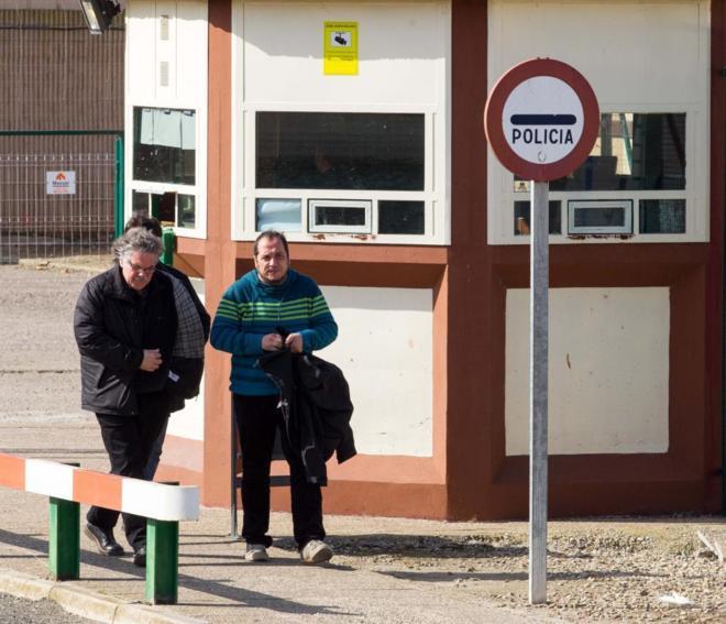 Joan Tardà y David Fernández, en la cárcel de Logroño.
