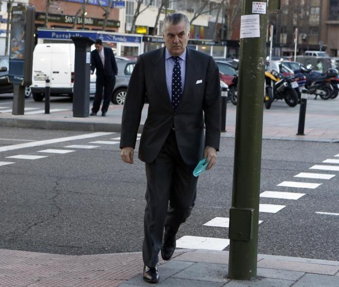 Luis Bárcenas, ex tesorero del PP, entra en los juzgados de plaza de...
