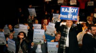Asistentes al pleno del Ayuntamiento de Pontevedra a favor y en contra...
