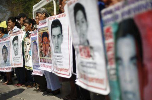 Protesta por la desaparición de los 43 estudiantes en Ciudad de...