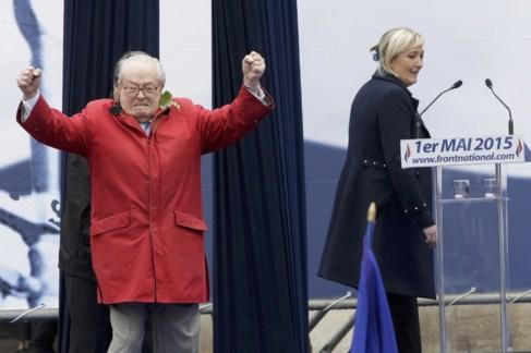 Jean Marie Le Pen y su hija durante un discurso el mayo pasado en...