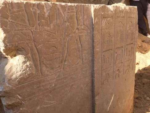 Detalle de la decoración de la tumba.