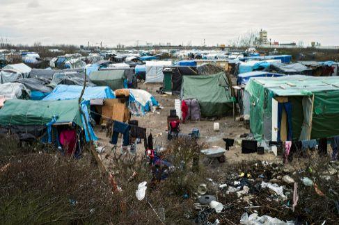 Vista general de 'La Jungla' de Calais antes de la visita de...