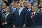 Artur Mas, el Rey Felipe VI y Villar, en el palco del Camp Nou durante...
