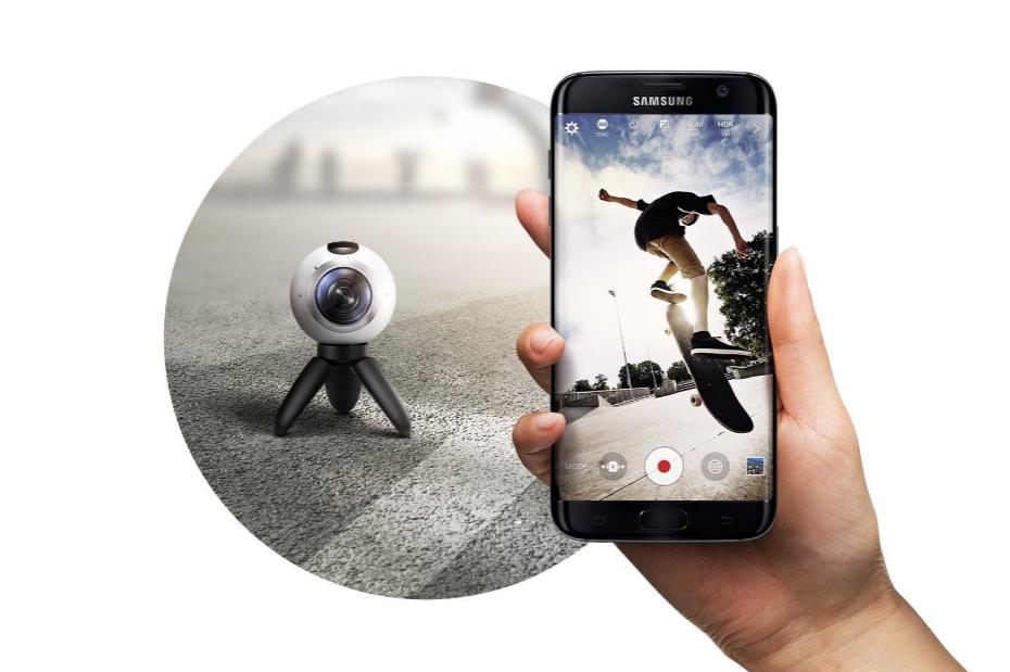 <strong>Samsung lo ve todo</strong> El vídeo en 360 grados, pariente cercano de la realidad virtual, se ha convertido en una de las obsesiones de la industria móvil. Esta cámara de Samsung es una de las más compactas, más pequeña que una pelota de tenis pero modelos parecidos se han podido ver en los stands de otras empresas.