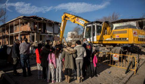 La piqueta derriba varios edificios en Hortaleza junto a la sede de...