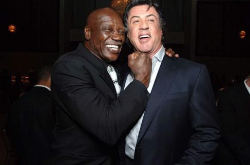 Tony Burton bromea con Sylvester Stallone
