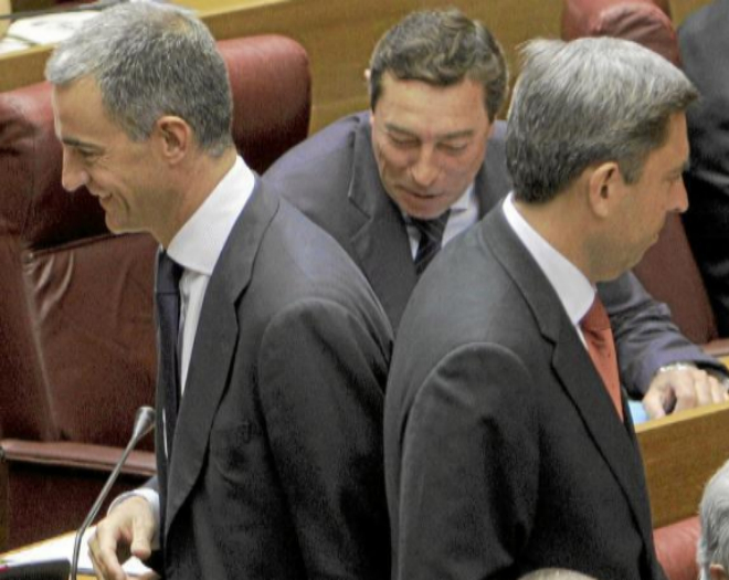 Ricardo Costa y Vicente Rambla (dcha.), en un pleno de las Cortes...