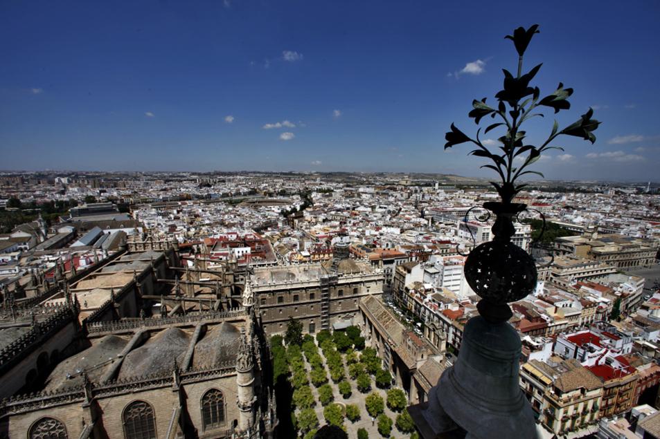Vista de Sevilla desde la terraza de las Azucenas de la Giralda.
