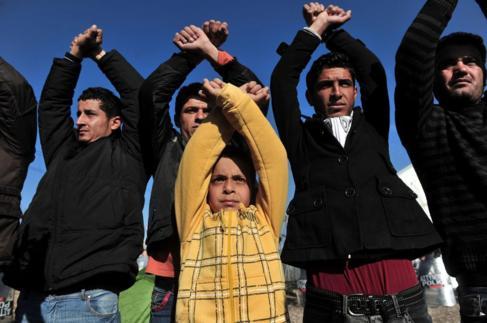 Protesta de refugiados retenidos en la frontera entre Grecia y...