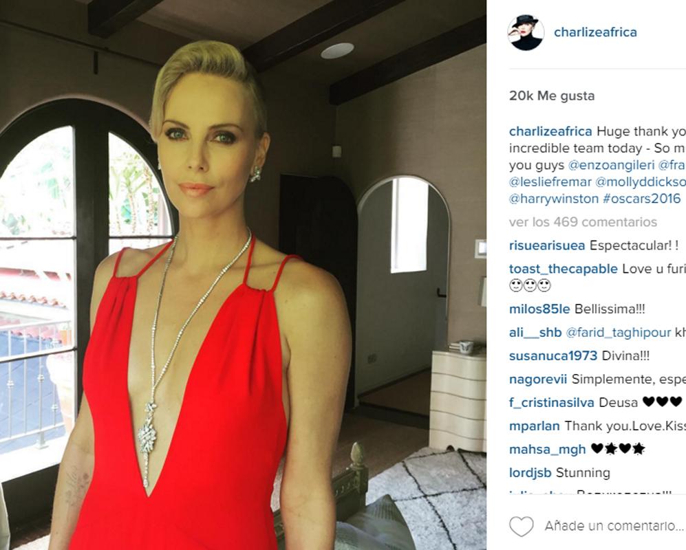 La famosa actriz Charlize Theron quiso agradecer a todo su equipo el...