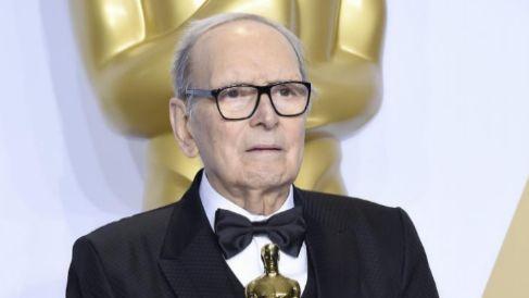 Ennio Morricone, con su Oscar.