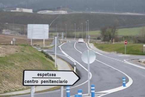 Carretera de acceso a la prisión alavesa de Zaballa, próxima a...
