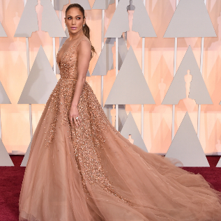 Jennifer López en los Oscars de 2015.
