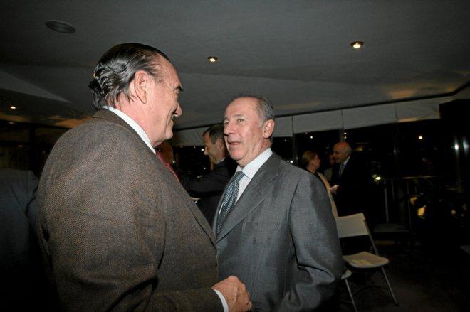 Rodrigo Rato charla con Fernando Fernández Tapias, en un evento...