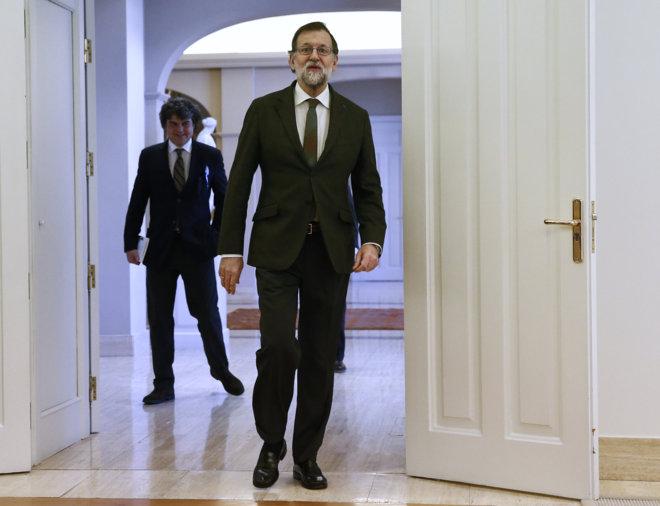 Mariano Rajoy, ayer en Moncloa, antes de reunirse con familiares del...