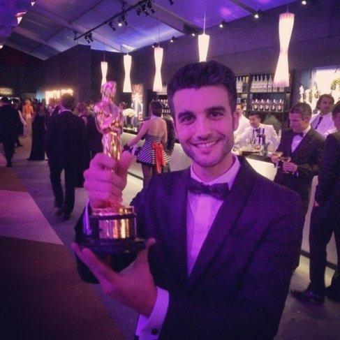 Nico Casal con el Oscar al mejor cortometraje.