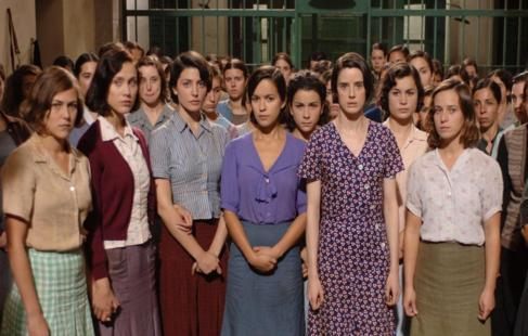 Fotograma de la película 'Las 13 rosas', de Emilio...