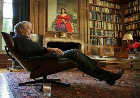 Mario Vargas Llosa, durante la entrevista con EL MUNDO, en la casa que...