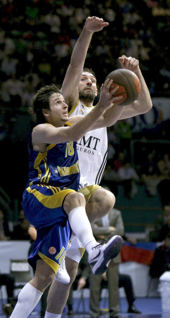 Khimki BC 2009-2011. Allí se reencontró con Scariolo, su avalista en el fichaje por el Madrid.