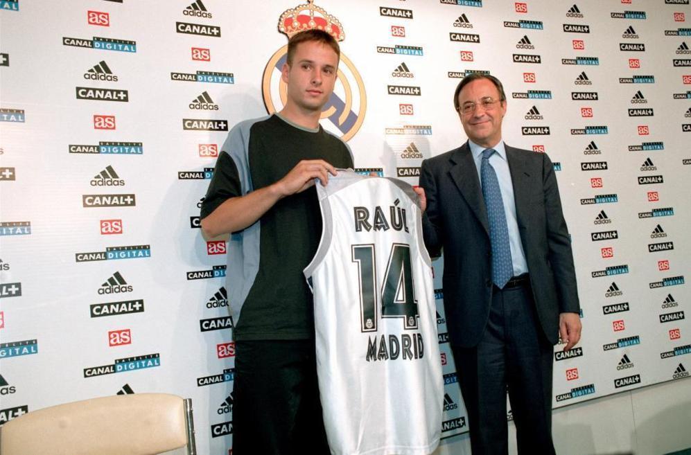 Real Madrid: ACB en 2000-2002. Fue el fichaje más caro de la historia ACB: unos 300 millones.