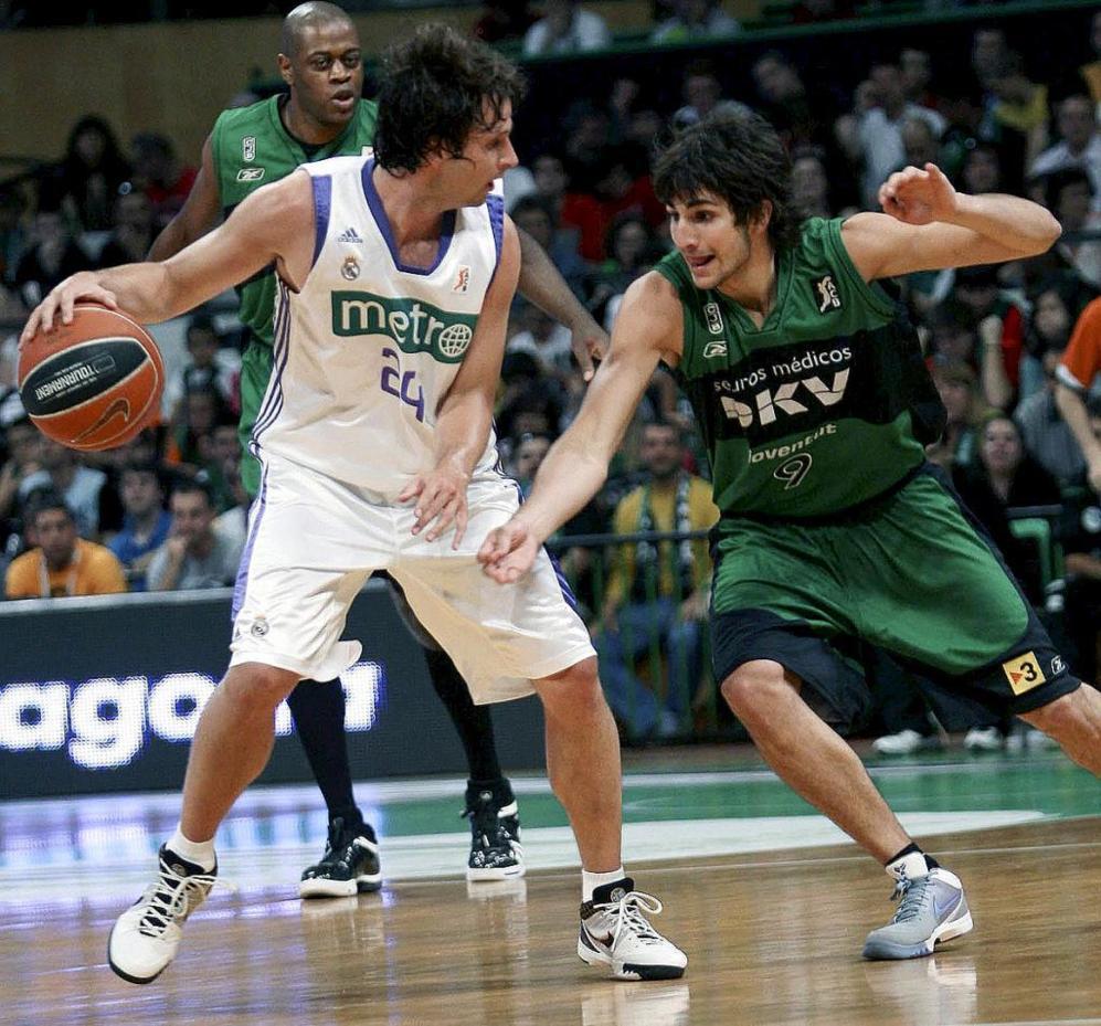 Segunda etapa en el Real Madrid: ACB en 2006-2009. Y en la imagen, frente a Ricky Rubio, su sucesor en la mejor historia de La Penya.