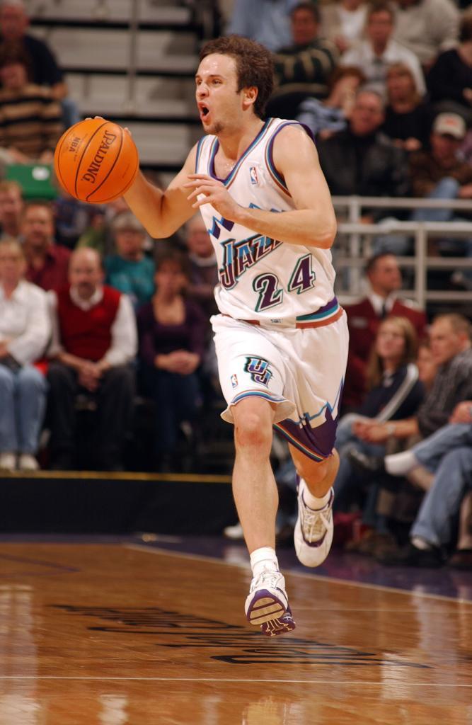 Utah Jazz: NBA en 2002-2005. Llegó tras sufrir dos lesiones en los ligamentos de la rodilla derecha.