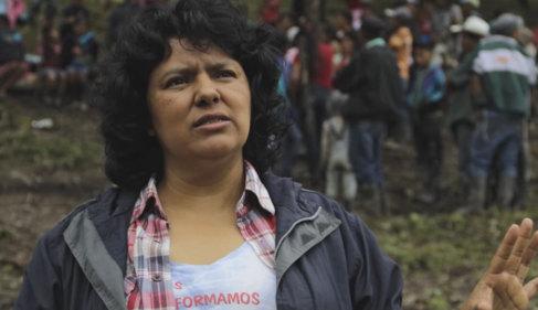 Berta Cáceres, en un vídeo elaborado por el Premio Goldman al...